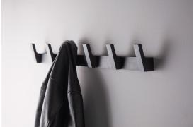 Lean er en serie af entrémøbler, som naturligt smelter ind i dit daglige liv.