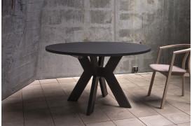 Monogram er et spisebord med unikke bordben, der giver et statement i hjemmet.