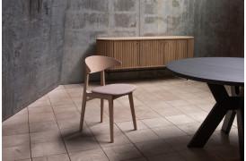 Ram er skabt med det formål at lave en spisestol, der er fleksibel i sin form og funktion.