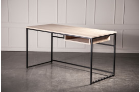 Simple Desk skrivebordet er en del af en kontorserie fra Wood by Kristensen.