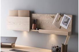 Smart Desk hylde med tavle er en del af en kontorserie fra Wood by Kristensen.