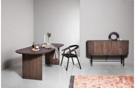 Velvet seriens runde og riflede design kommer også til udtryk på spisebordet.