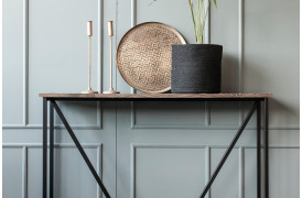 ZET-serien er en nyhed fra Wood by Kristensen her med et af konsolbordene fra møbelserien.