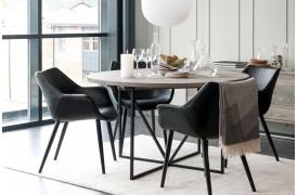 ZET-serien er fra Wood by Kristensen, og her er der vist et af spisebordene fra møbelserien.
