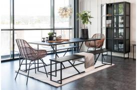 ZET-spisebordet ses her i en rektangulær facon på 200 x 90 cm med to spisebænke.