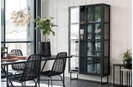 ZET-serien er en nyhed fra Wood by Kristensen her med en af vitrinerne fra møbelserien.