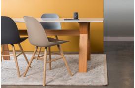Billedet viser nogle Albert Kuip spisebordsstole i forskellige farver.