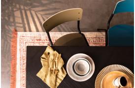 Zuiver har lavet deres Back to School spisebordsstol i nogle flotte og matte farver.