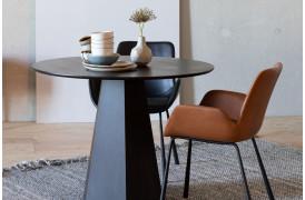 Den populære Brit spisebordsstol er nu kommet i en læderudgave i to farver fra Zuiver.