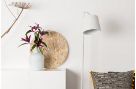 Buckle Head gulvlampen er en lampe i en simpel og enkel stil.