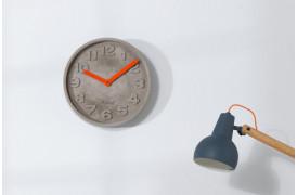 Leder du efter et ur til væggen i beton, så se dette ur  hos BoShop.