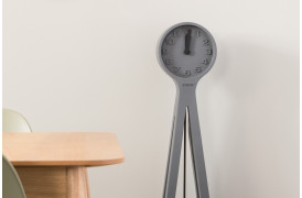 Giant uret er et stort pendul ur i moderne form fra Zuiver.
