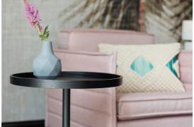 Sidebordet der kan ses på billedet er ideel at have ved siden af eller foran en sofa.