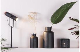 Marlon bordlampen er en elegant lille lampe til boligen.