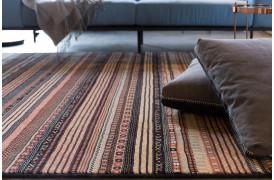 Nepal tæppet fra Zuiver er et tæppe med et klassisk touch.