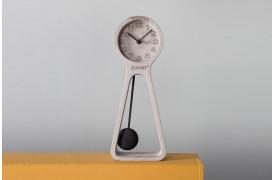 Pendul ur på nettet i en moderne form med dette ur fra Zuiver.
