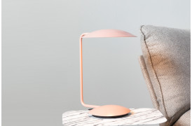 Pixie bordlampen er en elegant bordlampe til stuen eller entreen.