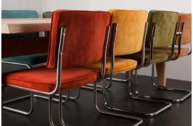Du kan vælge imellem et væld af farver på Ridge Rib spisebordsstolen fra Zuiver.