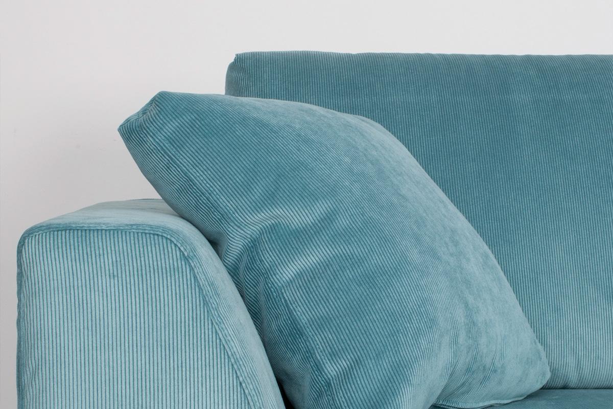Hvis sofaen er i stærkt sollys, kan et temperaturkompenserende, naturligt stof som uld eller linned være meget mere behageligt end det ædle læderbetræk. På samme tid skal du tage højde for, at polstrede møbler kan falme over tid som følge af direkte sollys.