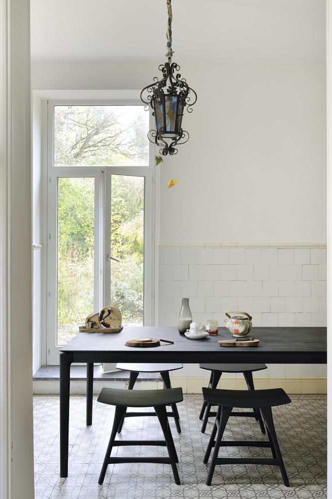 Leder du efter et spisebord i rigtig god kvalitet med sortfarvet bordplade er Bok Black Eg - spisebordet et godt bud. Spisebordet med den sorte farve, kan du købe her hos BoShop.