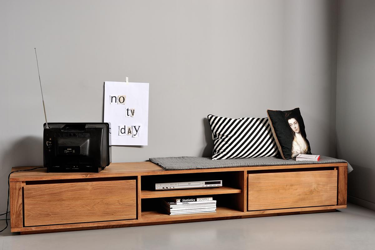 Et teaktræs tv-bord giver din stue et flot udtryk i boligen.