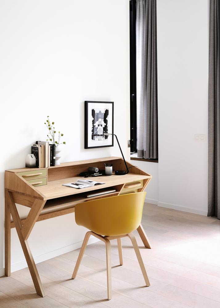 Smukt skrivebord hos BoShop.