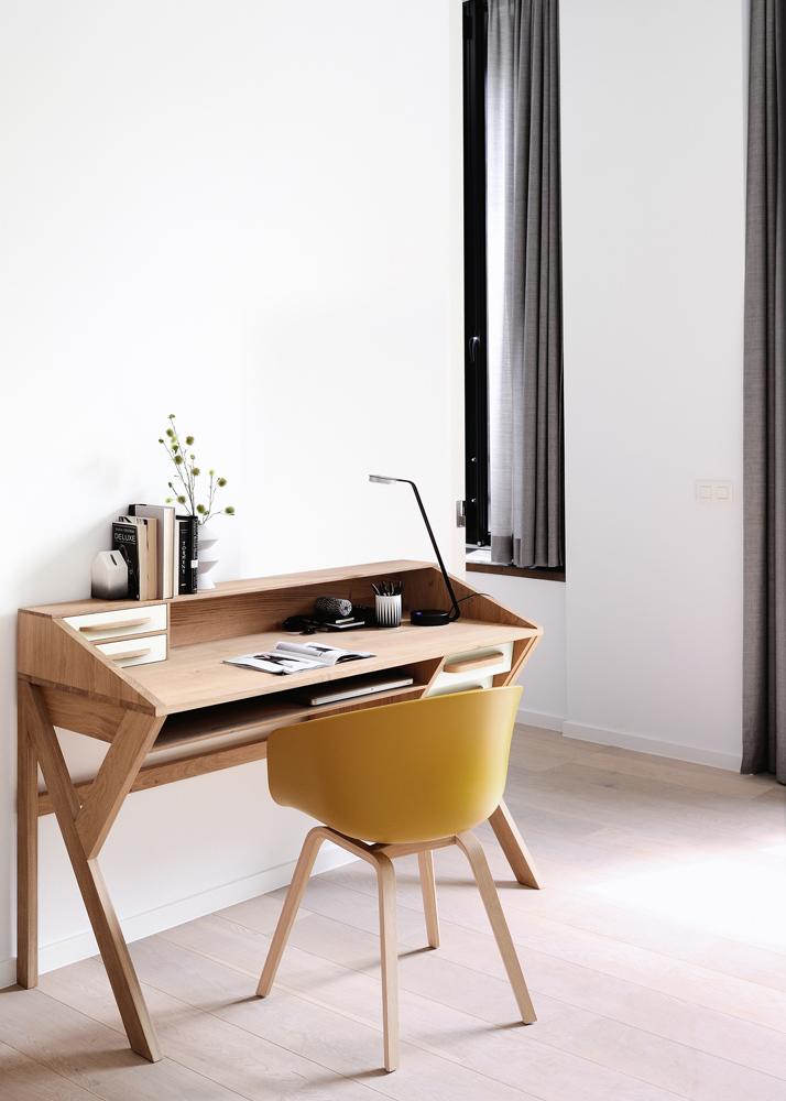 Smuk indretning med skrivebord hos BoShop.