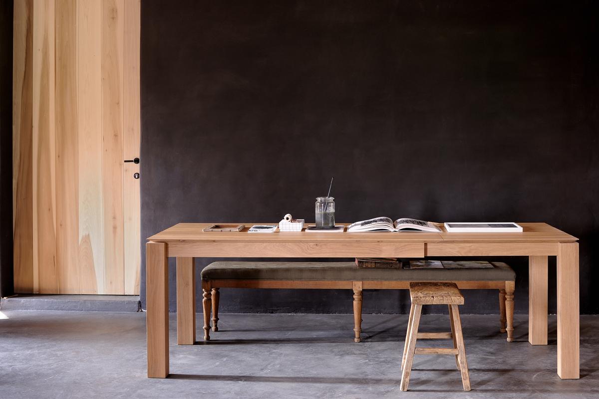 Slice Eg - spisebordet kan også fås med udtræksfunktion, der gør det flotte spisebord attraktivt for mange personer, der så kan sidde ved spisebordet samtidigt.