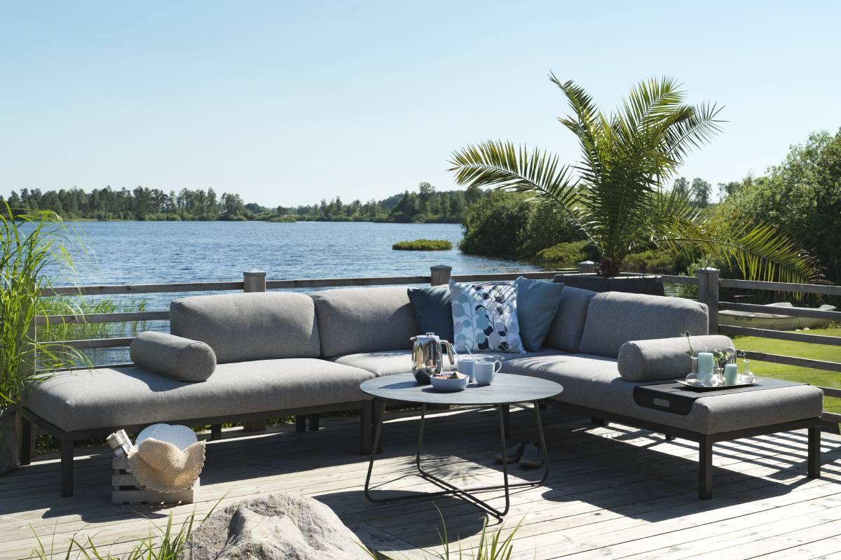 Med dette hyggelige sofasæt fra BoShop Collection kan du opnå hyggelige stunder på din terrasse.