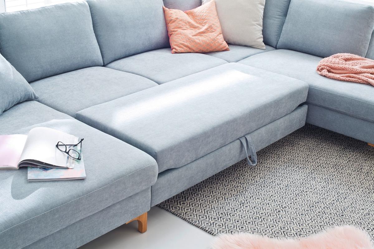 En slå ud sofa hos BoShop er typisk designet til at have en funktion på midten af sofaen, der tilbyder at kunne hvile benene på. Her på billedet ses Coast sofaen, der dog ikke tilbyder en traditionel madras, som man kender det fra sengeverdenen. Men som med dens tilkøbte udtræksfunktion giver en super praktisk funktion i det daglige.