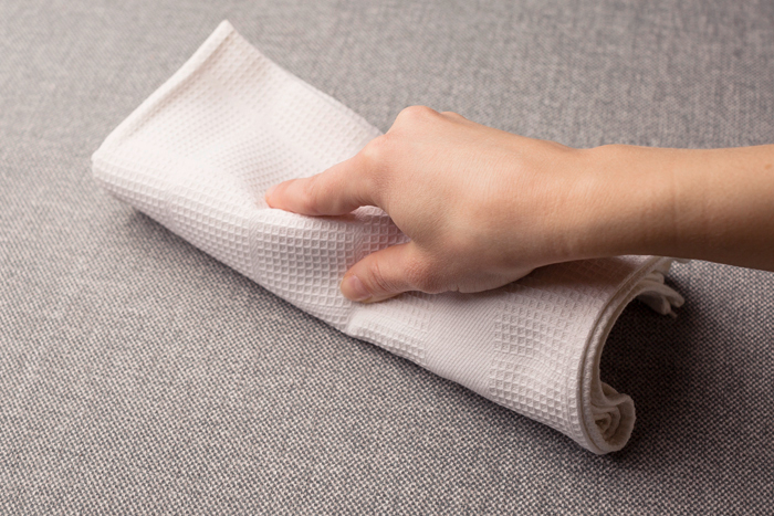 Selv de sværeste pletter, såsom marmelade, kaffe eller te, kan let fjernes på Family Care tekstilerne.