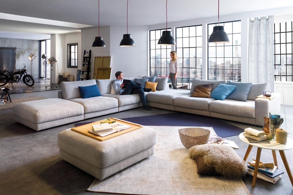 Vil du have en sofa, som du kan slænge dig i så er High End sofaen lige noget for dig. Her kan du slænge dig i sofaen både ved at sidde og ligge afslappet i dens hynder. Denne komfortable sofa vil med dens bløde polstring give dig et sted at slappe af i stuen, hvor du kan slænge dig tilbage i sofaen med stil.
