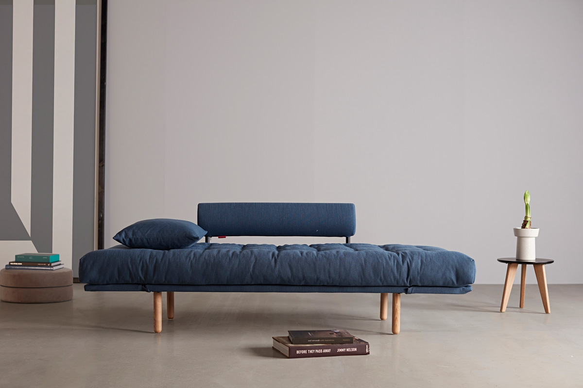Med Rollo daybed'en får man meget af det stilfulde design, som kendetegner en rigtig klassisk daybed og liggebriks.