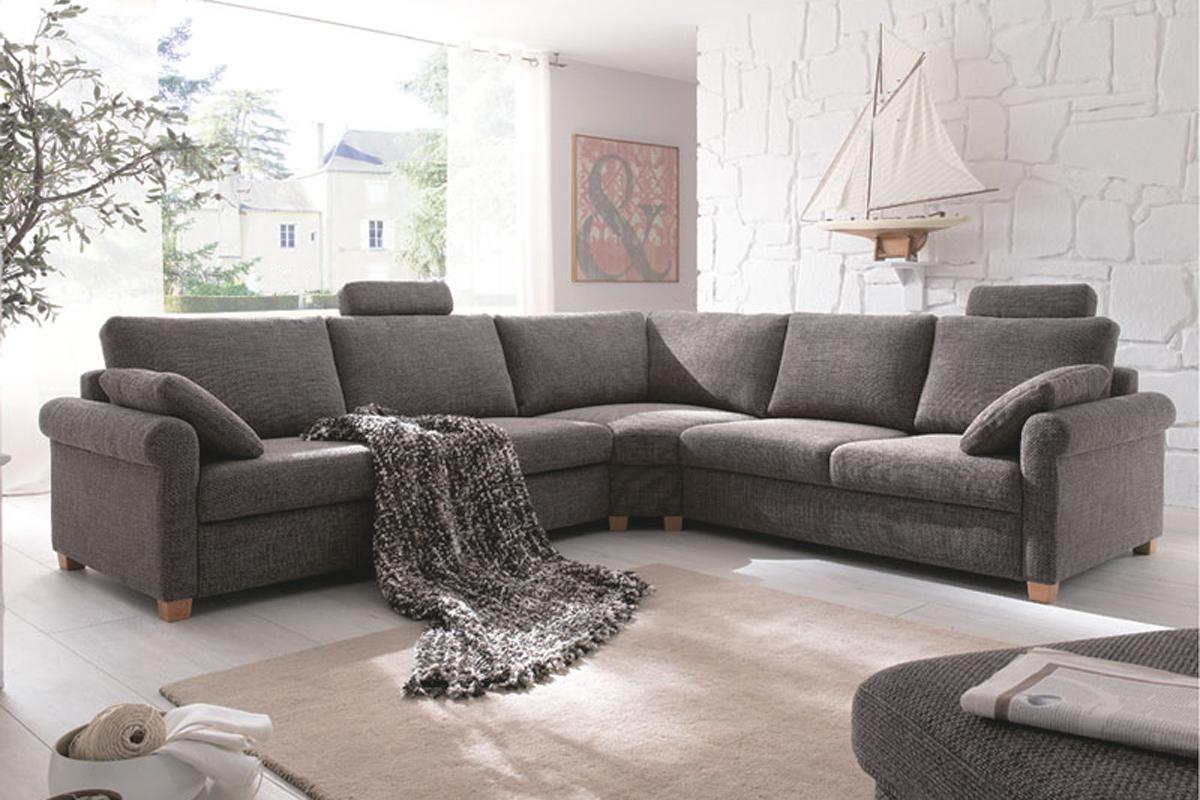 Fordelen ved en hjørnesofa er, at man kan snakke sammen i en vinkel, hvor man kan se hinanden uden at skulle dreje sig med kroppen, som i nogle andre typer af sofaer.