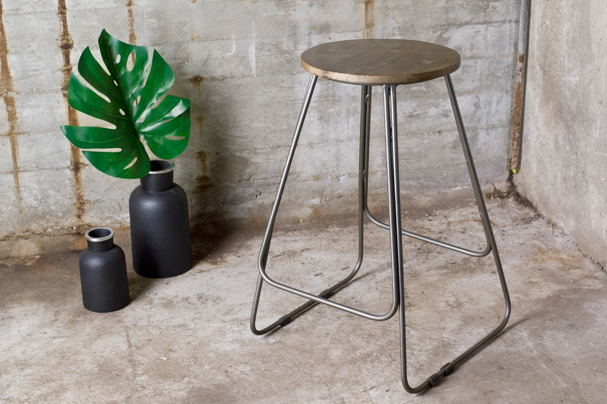 Barstole uden ryglæn med et eksempel fra Smokestack med Karan barstolen.