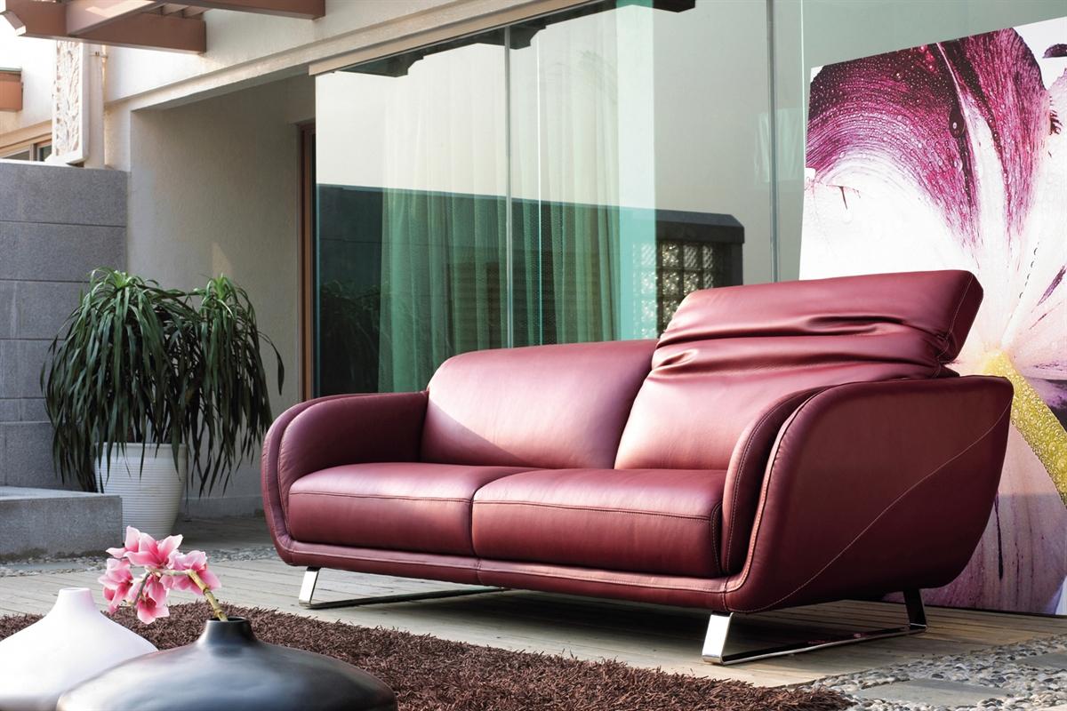 Rød sofa med Emilia l lædersofaen fra Kelvin Giormani, en flot rød lædersofa, som du kan købe her hos BoShop.