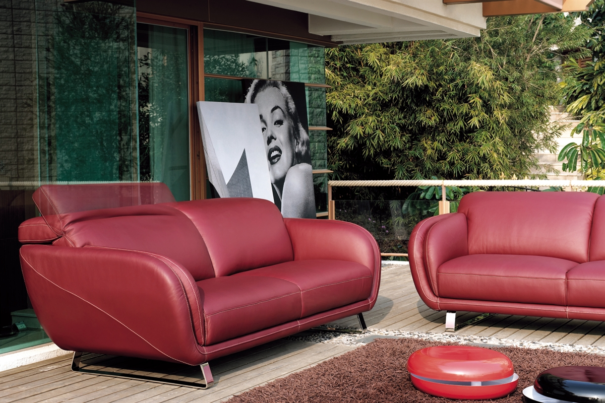 I flere moderne og trendy hjem, kan en rød sofa være med til at give hjemmet det sidste pift.