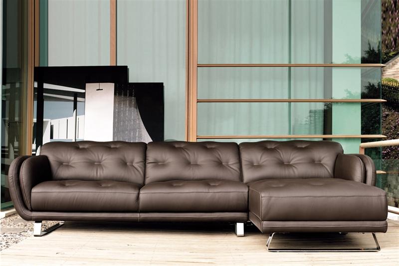 Retro sofa på nettet med Emilia ll lædersofaen fra Kelvin Giormani. En sofa i læder som du kan købe her hos BoShop.