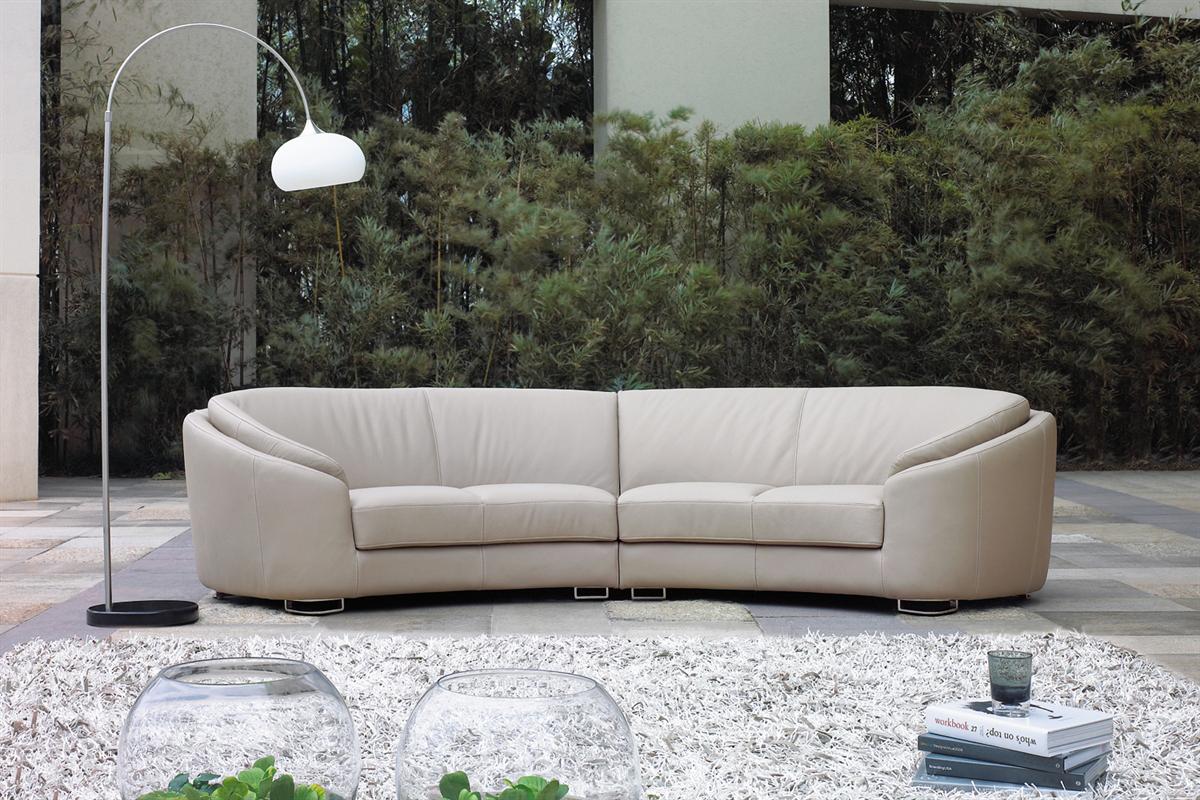 En sofa kan også være buet i sit design som den buede sofa her på billedet