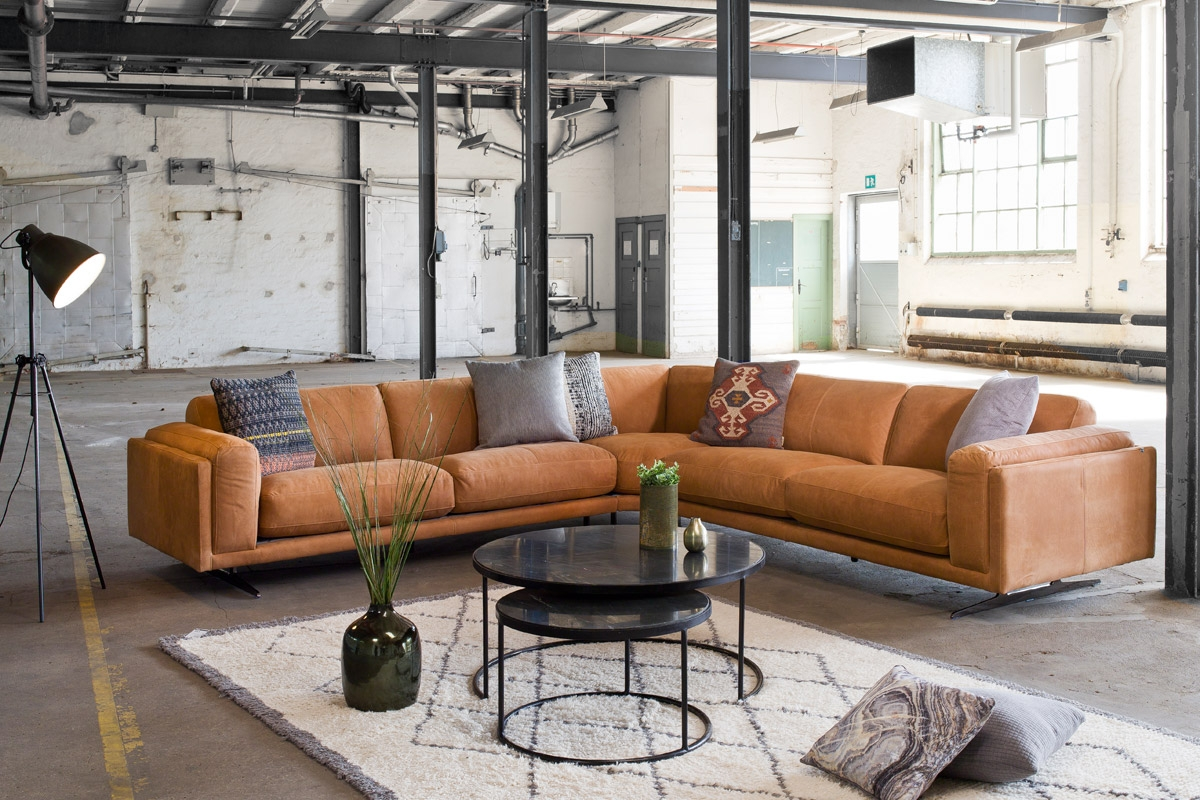 Hvis du er på udkig efter en sofa på tilbud, så kan Moni lædersofaen være et godt bud.