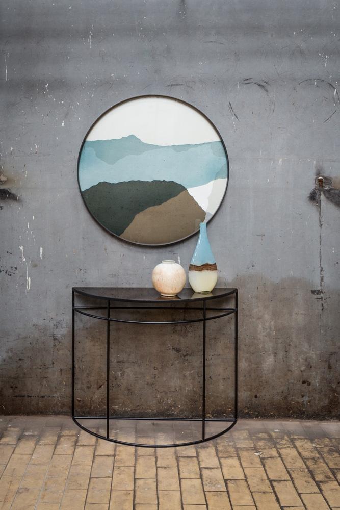 Det flotte halvmåne formede Half-moon konsolbord fra Notre Monde er en af møbelnyhederne hos BoShop.