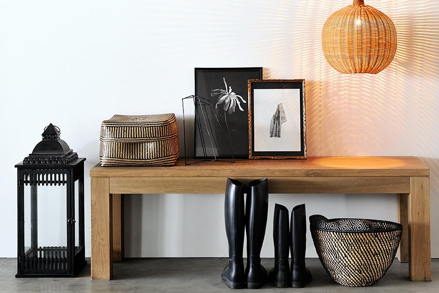 Med en bænk i træ får du et entremøbel, der både er stilfuldt og som med sin træsort samtidig udstråler en dejlig varme.
