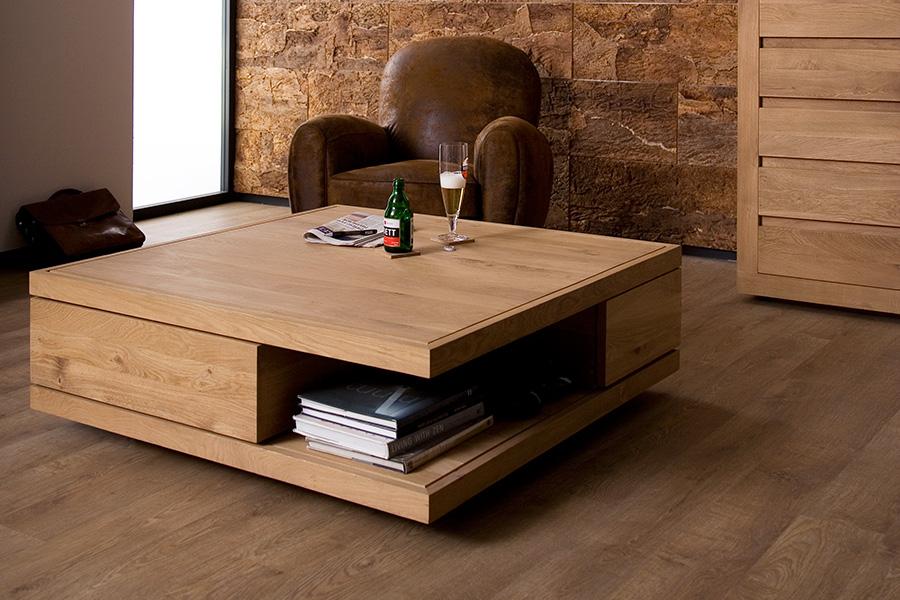 Er du på udkig efter et sofabord med opbevaringsplads, har dette bord måske være lige noget for dig.