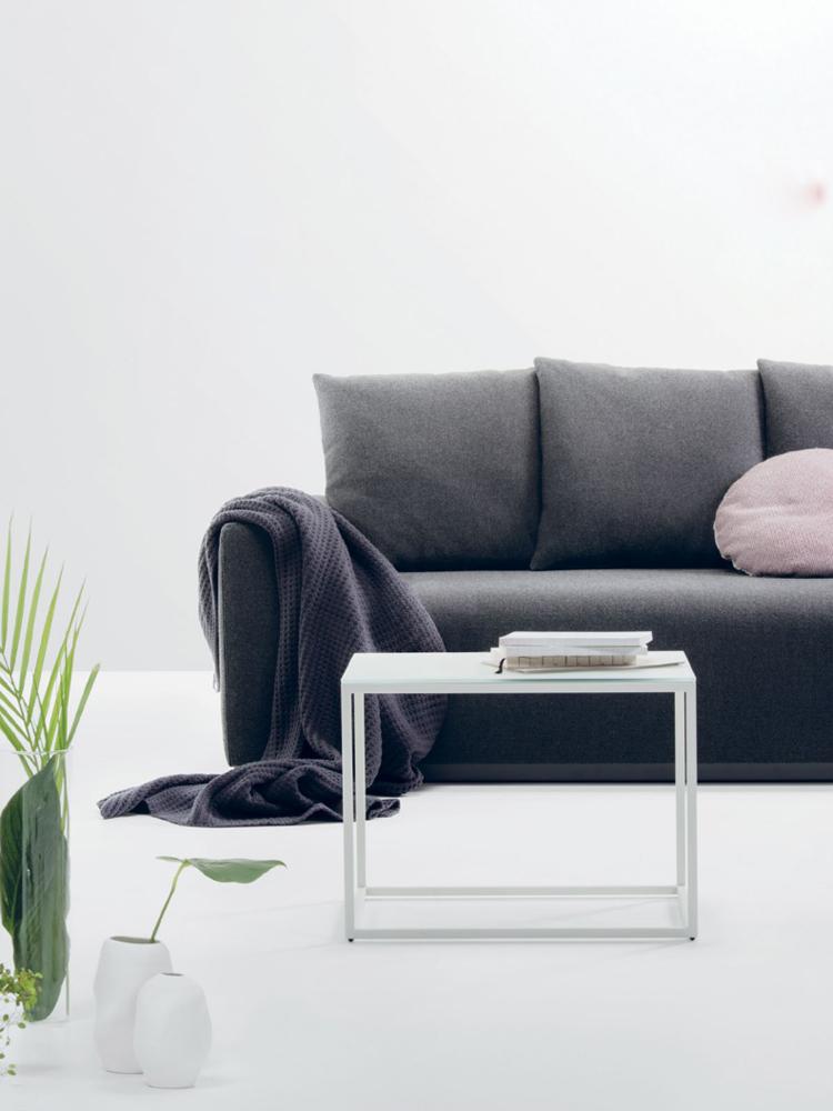 Et hvidt sofabord er en fryd for øjet.