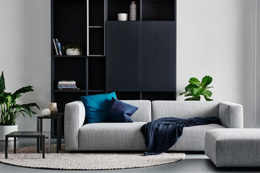 Hjem er ikke længere kun stedet at bo, det er også stedet til at arbejde og lege. Det er vigtigt at opbygge en hyggelig atmosfære til interiøret med kvalitetsmæssige former og polstret blødhed for at give en følelse af hygge. Kvalitets sofaer forbedrer afslapning og skaber et fristed fra den moderne verden