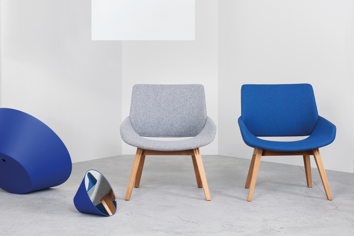 Stolene hos BoShop har et klassisk tilsnit, og du finder dem i flere smukke farver og materialer.