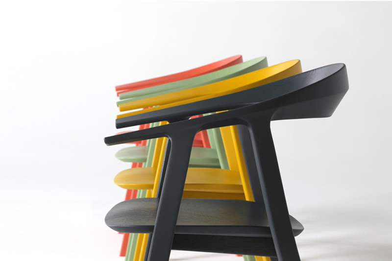 Den flotte Rhomb stol med armlæn fra Prostoria kan du købe i mange farver her hos BoShop.