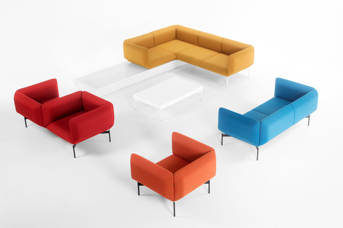 Skab din personlige sofa ud fra dit behov og din stil med sofaerne fra BoShop. Billedet viser Segment stofsofaen fra Prostoria, der kan sammensættes på mange forskellige måder.