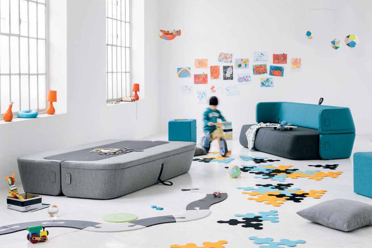 Den prisvindende Revolve sovesofa kan omdannes fra sofa til soveplads på et øjeblik.