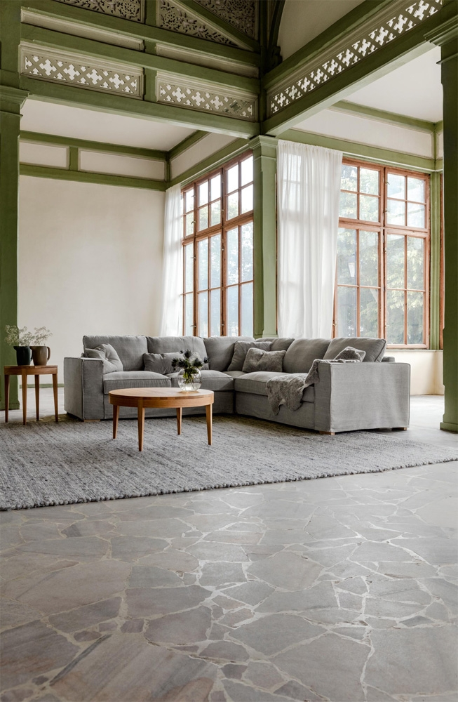 Hvis du er på udkig efter en sofa på tilbud, så kan Abbe stofsofaen være et godt bud, som vi har på tilbud som en 3 personers sofa.